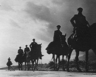 caporalato: uomini a cavallo durante l'occupare le Terre di Corleone.