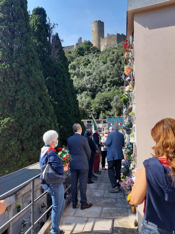 Savona. Comune di Noli. Deposizione delle rose in onore della madre costituente Angiola Minella