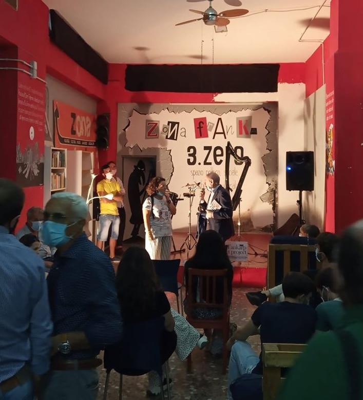 Bari, Zona Franka, Festa del tesseramento Anpi 2020. Con il microfono il presidente del Comitato provinciale dei partigiani, Ferdinando Pappalardo