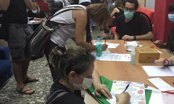 Uno scatto della festa del tesseramento Anpi 2020 a Bari nella sede della associazione culturale Zona Franka