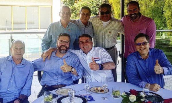 Bolsonaro abbraccia ambasciatore usa