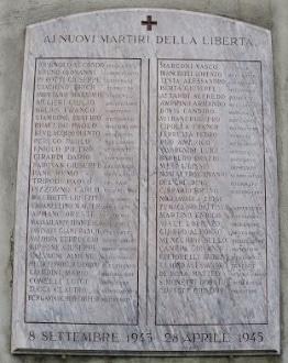 La targa a Torino, in corso Francia, riporta anche i nomi dei fratelli Ruggero e Pietro Vitrani