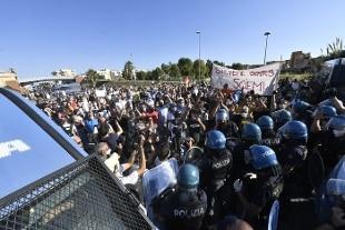 Manifestazione a Mondragone