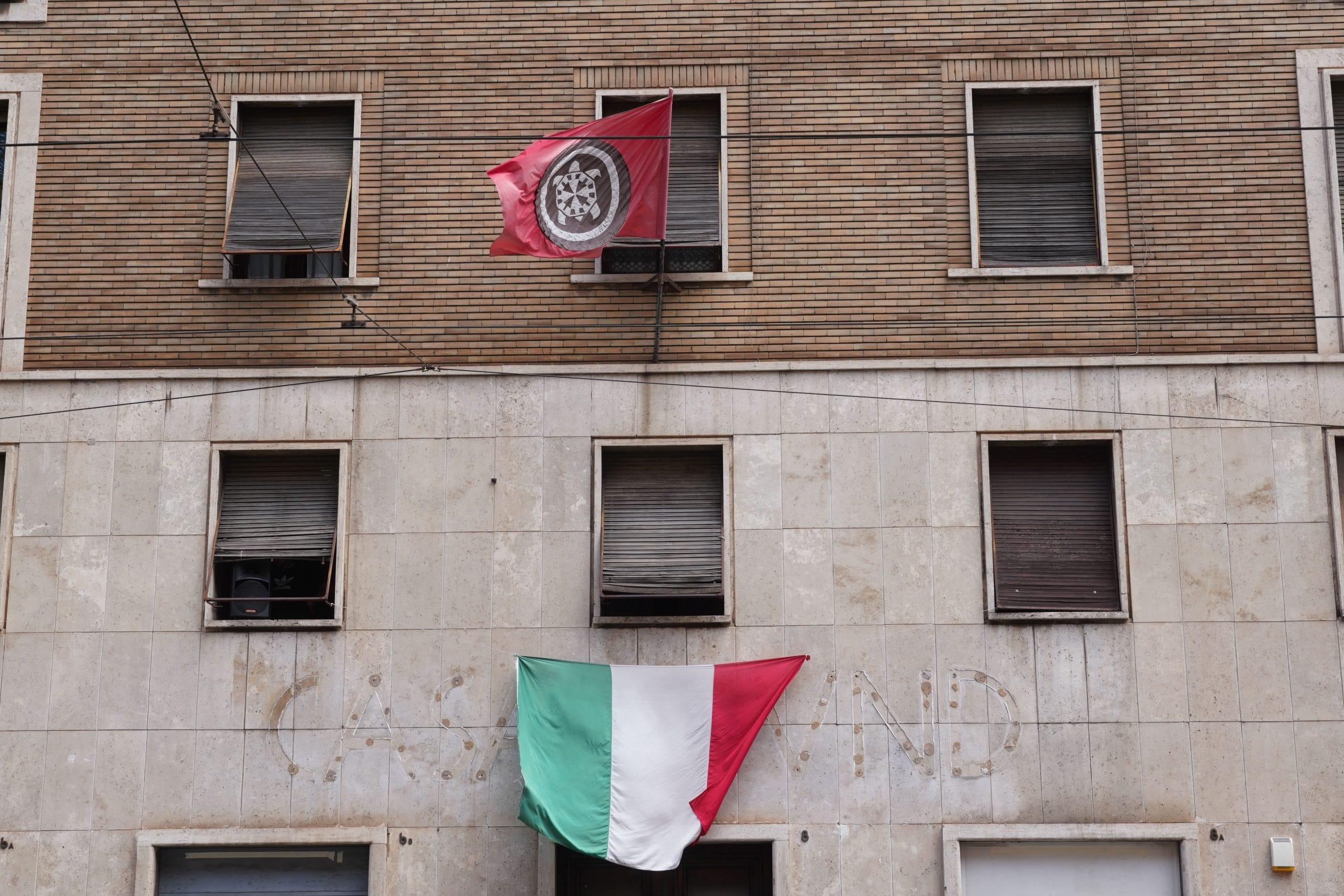 La sede nazionale a Roma di CasaPound Italia. I locali occupati non sono stati sgomberati ma dallo scorso anno i fascisti del terzo millennio hanno almeno dovuto rimuovere l'insegna della loro organizzazione (foto Imagoeconomica)