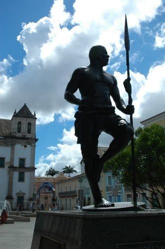 Brasile, Salvador Bahia, La statua alta due metri realizzata dalla scultrice soteropolitana Márcia Magno in memoria di Zumbi dos Palmares. Foto di Antonella Rita Roscilli